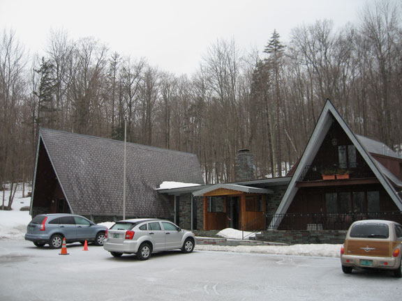 The Birch Ridge Inn in Killington, covered in sleet and freezing r@!n on a nasty spring day.